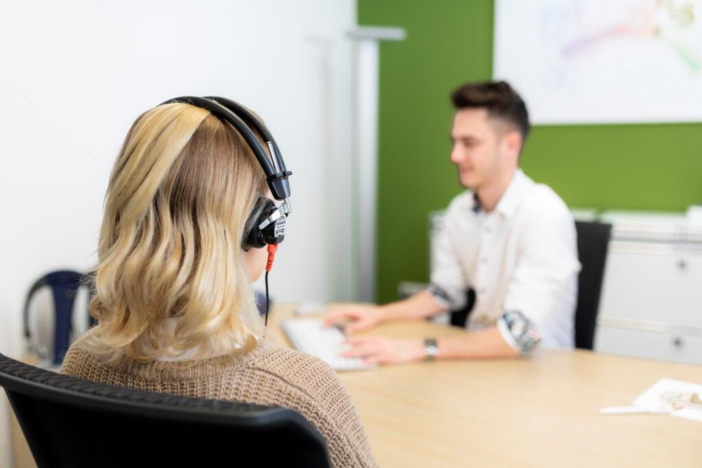 Bei Hörverlust können Sie sich in Lohr am Main an Anetzberger Hörgeräte wenden,