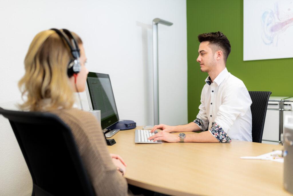 Bei Hörgeräte Anetzberger in Marktheidenfeld testen wir, ob Sie an einem Hörverlust leiden.